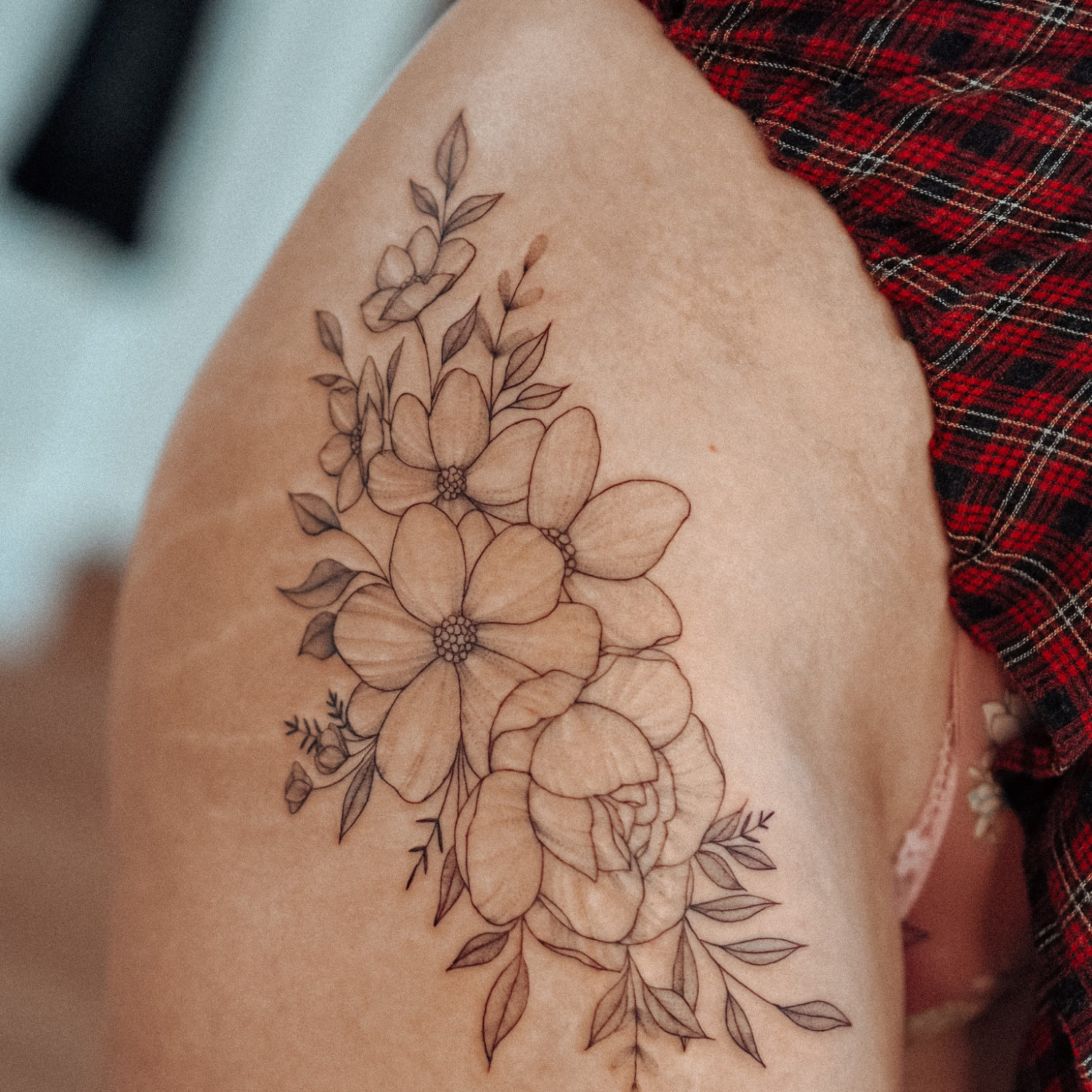 Big flowers fineline tattoo