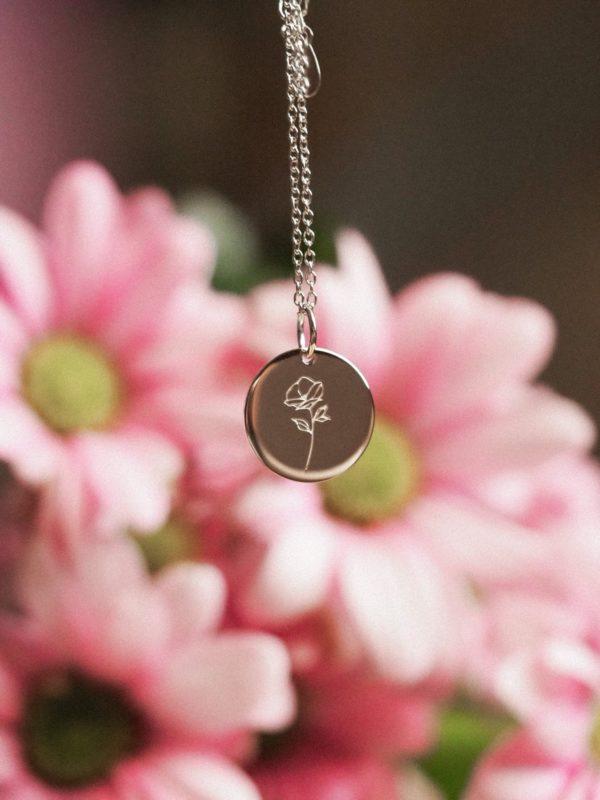 florale Halskette mit Anhänger von Alina BUNAMI INK